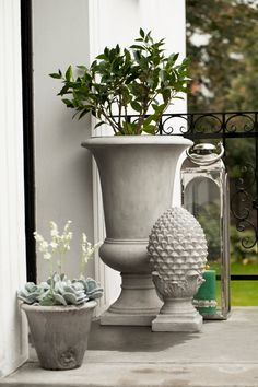Fifteen Gardening Recommendations On How To Get A Great Backyard Garden Devoid Of Too Much Time Expended On Gardening Karol Flowerpot And Center Piece, Floraline Lantern, Otine Flower Pot And Flora Decoration Plants. Garden Planters, Planter Pots, Flora, Garden Living, Backyard Projects, Centre Pieces, Outdoor Plants, Faux Flowers, Garden Styles
