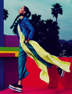 How To Spend It Magazine Foto: Andrew Yee Styling: Damian Foxe Modelo: Charlotte Carey