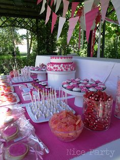 Comunión en fucsia by NiceParty, via Flickr