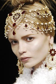 - Alexander McQueen fall 2008 statement jewels - headpiece and earrings