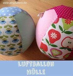 Mit diesem Ball aus einem Luftballon mit selbstgenähter Hülle können Babys & Kleinkinder super spielen. Eine Anleitung findet ihr hier http://www.strickstern.de/naehen/luftballonhuelle-naehen-650.html  Viel Spass!