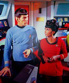 Uhura (Nichelle Nichols) and Spock (Leonard Nimoy) in the Star Trek episode The Galileo Seven. Star Trek 1966, Star Trek Tv, Star Wars, Star Trek Original Series, Star Trek Series, Science Fiction, Classic Series, Classic Tv, Nichelle Nichols