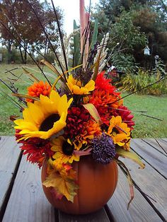 Ideen zur Dekoration im Herbst und Weihnachtszeit, Anleitungen DIY für Garten u. Pumpkin Arrangements, Fall Floral Arrangements, Pumpkin Centerpieces, Thanksgiving Centerpieces, Centerpiece Ideas, Tall Centerpiece, Centerpiece Wedding, Fall Home Decor, Autumn Home