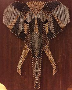 Olifant met verschillende kleuren draad