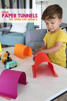 Easy Paper Tunnels for Little Car Lovers - Mama. Creative Curriculum Preschool, Preschool Learning Activities, Indoor Activities For Kids, Infant Activities, Kids Learning, Stem Activities, Preschool Ideas, All About Me Preschool, Kids Daycare