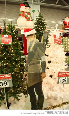 Legolas the Christmas Elf! LOL - TAKE MY MONEY