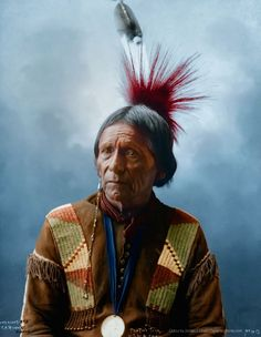 Peatwy - Chef de la tribu Meskwahki - Photo par Frank A. Rinehart, 1898 - Copie colorisée.