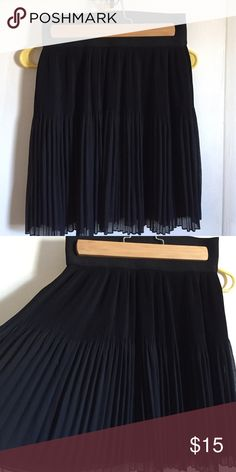 Zara basic ladies pleated skirt This adorable Zara Basic ladies pleated skirt is a great staple for any closet. The skirt stops right above the knees. Zara Skirts