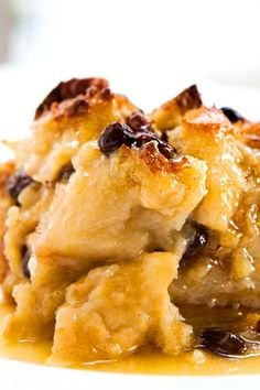 Bread Pudding ~ Authentic New Orleans bread pudding with French bread, milk, egg. Bread Pudding ~ Authentic New Or. Just Desserts, Delicious Desserts, Yummy Food, Tasty, Cooking Recipes, Healthy Recipes, Egg Recipes, Dessert Bread, Sweet Recipes