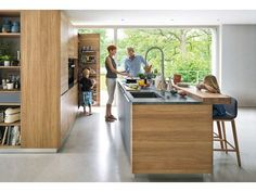 The linee solid wood kitchen by TEAM 7 with a wide range of models ✓ Perfect solutions for every space situation ✓ From the classic to the modern kitchen. German Kitchen, New Kitchen, Glass Door Refrigerator, Solid Wood Kitchens, European Kitchens, Grey Cabinets, Quartz Countertops, Furniture, Contemporary Kitchens