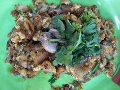 Halal version of Singapore Hawker Food, Fried Oyster (Or Luah). You should be able to find frozen oysters at the supermarkets if you decide you want to whip up this Singaporean hawker favourite treat. Oyster Recipes, Egg Recipes, Fried Oysters, Fries, Treats, Healthy, Eggs, Food, Sweet Like Candy