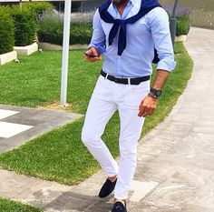 Light blue shirt / white trousers / loafers.