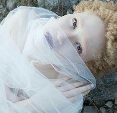 Girls Dresses, Flower Girl Dresses, Albino, Wedding Dresses, Fashion, Dresses Of Girls, Bride Dresses, Moda, Bridal Gowns