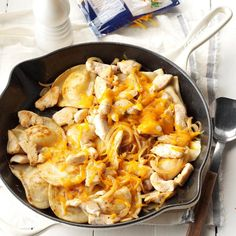 Pierogi Chicken Supper Recipe -This change-of-pace dish combines chicken, cheese and onion with frozen pierogies for a complete meal. From Barbara Scott, Walkersville, Maryland, the satisfying skillet supper takes just 30 minutes to get on the table. Frozen Chicken Recipes, Recipe Chicken, Chicken Meals, Crack Chicken, Frozen Pierogies, Pierogi Recipe, Pierogi Casserole, Chicken Casserole, Easy Family Dinners