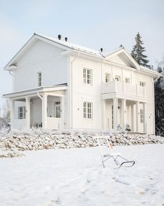 rauhala talo - Google-haku Classic Architecture, Architecture Design, American Houses, Swedish House, Scandinavian Home, White Houses, Little Houses, Home Deco, My Dream Home
