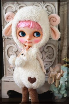 Sheep outfit for Blythe by Chilly Qi, Blythe clothes Ooak Dolls, Blythe Dolls, Doll Tattoo, Doll Closet, Barbie, Cute Anime Couples, Ball Jointed Dolls, Cute Dolls, Big Eyes