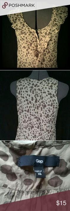Sleeveless blouse Patterned sleeveless blouse, front ruffle, back pleats, quarter snap-down in front. Size XS, but fits me and I'm usually a small-medium. GAP Tops Blouses