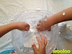 Tous les enfants aiment les expériences sensorielles. Mais quand je leur ai parlé de fabriquer de la neige, ils étaient emballés! (hihi! Mauvais jeu de mots. Je n'ai pas pu m'empêcher :)) Matériel 1 bac de plastique 1 boîte de soda à pâte 1 canne de crème à raser Des brillants Étapes Mélanger les ingrédients […]