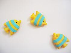 Moldes de peixes em feltro