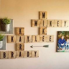 This scrabble wall art is a fun pallet project.scrabble tiles are the perfect wall decor for a gallery wall, large entryway, living room, or any space! decor ideas for living room DIY Scrabble Wall Art Diy Wand, Diy Pallet Wall, Diy Pallet Projects, Diy Pallet Furniture, Pallet Diy Decor, Pallet Diy Easy, Dyi, Diy Pallet Couch, Easy Diy