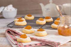 Keto biskota mund ti perdorni per nje pasdite te qete me familjen tuaj ose mund te prisni mysafiret tuaj te dashur.Mund ti shoqeroni dhe ...