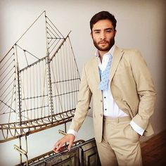 Well suited and wedding prep perfect: Thanks for stopping by today Ed Westwick. ~ omg ed westwick in tommy :) 1950s Jacket Mens, Cargo Jacket Mens, Grey Bomber Jacket, Green Cargo Jacket, Leather Jacket, Ed Westwick, Mode Tommy Hilfiger, I'm Chuck Bass, Khaki Parka