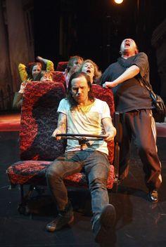 """""""Parasta on ollut tekemisen meininki"""", sanoo Jussi Selo, Uniklubin solisti, joka teki teatteridebyyttinsä kertojan roolissa. Photography © Joonas Mäkkylä. #Veriveljet #Tampere #Teatteri"""
