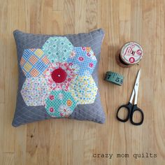 crazy mom quilts: hexie pin cushion, love the quilting Cushions To Make, Pin Cushions, Pillows, Crazy Mom, Hexagon Quilt, Hexagon Patchwork, Small Sewing Projects, English Paper Piecing, Sewing Accessories