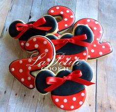 ** Please inquire about availability prior to purchasing this listing to assure that your event date is available. ** We are currently accepting limited orders to be delivered in mid August/ September only, our schedule for July is now completely booked. These red Minnie Mouse sugar cookies are made from scratch and hand decorated, perfect for any Minnie Mouse fan, your Minnie themed birthday party or for that special little one any time of the year. Perfect as an extra treat or favor at…