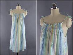 9d044fe772 Vintage 1960s Hawaiian Print Dress   Malia Hawaii