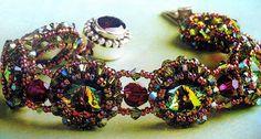 Bracelete passo a passo: Vamos fazer este lindo bracelete cheio de cristais? No estilo vitoriano, romântico e muito charmoso.