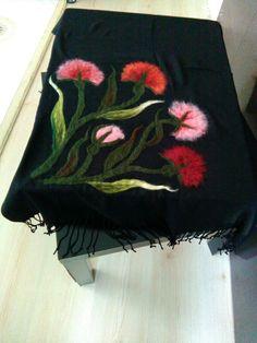 Wool Needle Felting, Wet Felting, Wool Art, Scarf Hat, Felt Crafts, Crochet Flowers, Textile Art, Needlepoint, Scarves