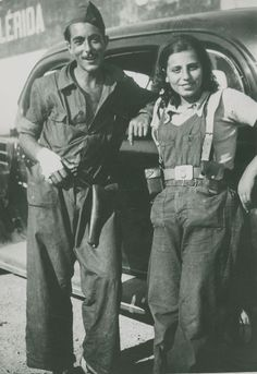 Spanish Civil War: Two soldiers of the CNT militia, Lleida, August Women In History, World History, World War Ii, Military Women, Military History, Frente Popular, Spanish War, Revolution, Robert Capa