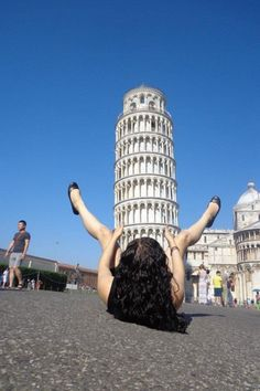 WTF?! The 12 Most Awesome Pictures Of Tourists Posing At The Leaning Tower Of Pisa – BoredBug