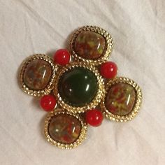 Christmas Sarah Coventry Pin Brooch Red Green gold tone art to wear vintage #SarahCoventry