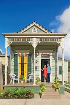 Hays Town Award - A. Hays Town Award: The Preservation Resource Center - Southernliving. Hays Town Award recognizes the… New Orleans Architecture, Southern Architecture, Cute Cottage, Cottage Style, New Orleans Homes, Exterior Paint, Old Houses, Tiny Houses, House Painting