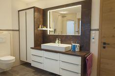 Badmöbel mit Aufsatzbecken und weisen Fronten. Vanity, Wellness, Bathroom, Bath Room, Bathing, Painted Makeup Vanity, Washroom, Lowboy, Dressing Tables