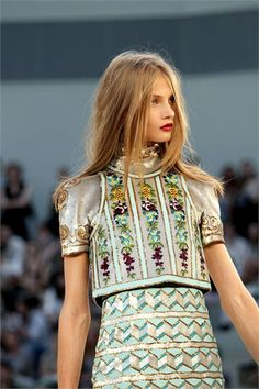 Sfilata Chanel Parigi - Alta Moda Autunno Inverno 2010/2011 - Vogue