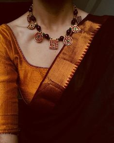 Here are adorable necklace designs that you can wear from trendy to traditional sarees. Indian Attire, Indian Wear, Indian Dresses, Indian Outfits, Saree Jewellery, Silver Jewellery, Jewelery, Bead Jewelry, Indian Jewelry