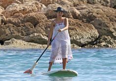 Jessica Alba soaks up the sun while paddleboarding in Hawaii -- see the pic! - AOL Entertainment
