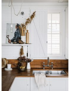 Airbnb Interiors Inspo from The Hosting Masterclass Educator Captains Rest / Sarah Andrews. Home Selling Tips, Country Look, Villa, Cottage Kitchens, Mid Century House, Home Staging, Home Decor Inspiration, Decor Ideas, Bauhaus