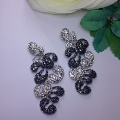Encrusted with REAL SWAROVSKI crystalsDimensions: 6.5 cm x 3 cm Ready to ship WORLDWIDE