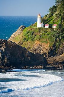 Heceta Head Lighthouse in Florence, Oregon.  So beautiful and romantic!
