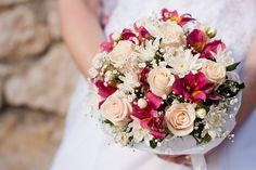 This would be pretty for my bouquet with white or light pink Alstros instead of the dark pink ones in the photo