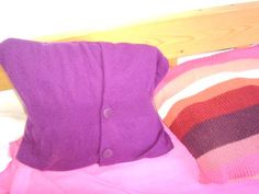pillow made of pullover :) Recycling, Throw Pillows, Pullover, Blog, Sweaters, Fashion, Moda, Toss Pillows, Cushions