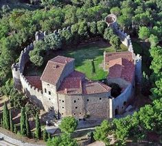 Property for sale in Medieval Castle for sale in Umbria Tuscany border. If I were rich. Castle Ruins, Medieval Castle, Beautiful Castles, Beautiful Buildings, Places To Travel, Places To See, Small Castles, Under The Tuscan Sun, Umbria Italy