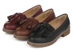 Classy slip-on casual shoe loafers for the modern woman Classic look with tassels at the front for a vintage style Comfortable breathable upper Made from leathe