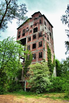 A strange building reportedly used to make cement remains abandoned in the woods