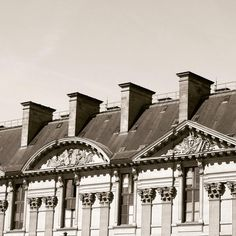Vintage style in Paris ���� Loved the French architecture!  #archilovers #architecture #art #vintage #bnw #sepia #love #travel #travelgram #photographer #photography #fashion #friends #vsco #summer #spring #paris #france #street #blogger #minimal http://tipsrazzi.com/ipost/1521283267902176727/?code=BUcrxJyDf3X