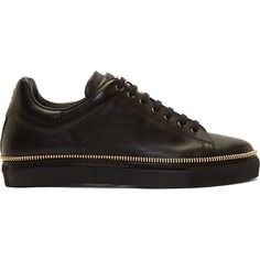 Alexander McQueen Black Leather Gold Zipper Trim Low-Top Sneakers (580 AUD) ❤ liked on Polyvore featuring men's fashion, men's shoes, men's sneakers, mens low profile sneakers, mens black sneakers, mens skull shoes, mens black leather shoes and mens low profile shoes
